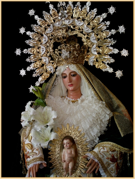 Still, I think the most beautiful statue of Our Lady I've ever seen