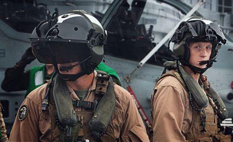 800px-AH-1Z_pilots_with_helmet_mounted_displays