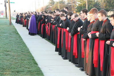 Seminarians-Praying-at-Abortion-Mill