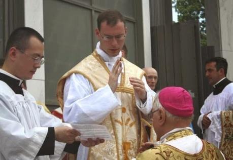 Fr.-Kenneth-Walker-blesses-Bishop-Bruskewitz-2012