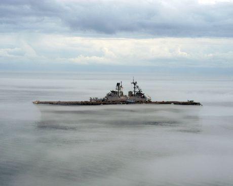 1280px-US_Navy_060115-N-6282K-001_The_amphibious_assault_ship_USS_Iwo_Jima_(LHD_7)_shown_operating_in_dense_fog_in_the_Atlantic_Ocean